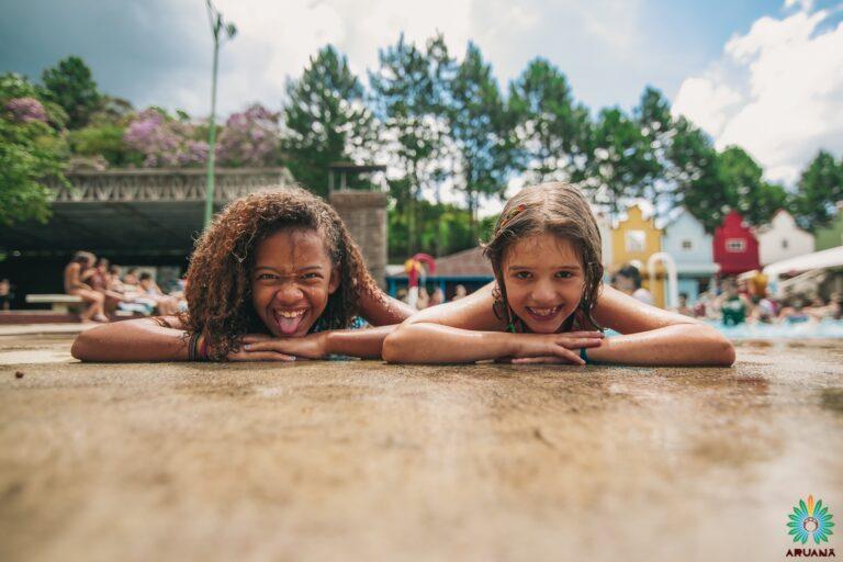 Meninas na piscina | Temporada de Férias Acampamento Aruanã